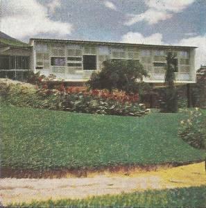 Emoldurando o projeto de Mindlin, os jardins projetados por Burle Marx.