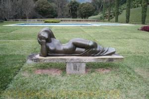 Detalhe da escultura de Mulher Deitada.
