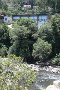 Fachada voltada para o Rio Piabanha.