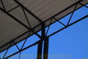Detalhe da estrutura do telhado.