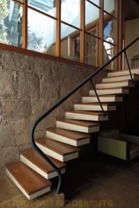 Escada que Conecta os pavimentos.
