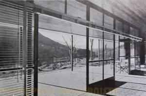 Vista tomada da Sala em direção a Varanda.
