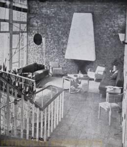 Estar principal, a esquerda, o móbile de Alexander Calder.